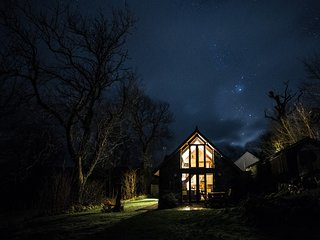 Gorgeous Detached barn conversion. Quiet, private, stunning mountain views