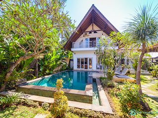 Villa Nyoman 1 . Lovina poolvilla, private butler, free breakfast!