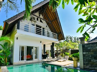 Villa Nyoman 1 · Lovina poolvilla, private butler, free breakfast!