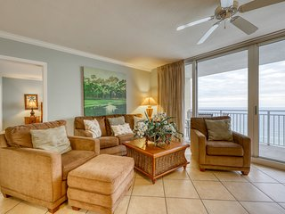 Gorgeous and cozy beachfront condo w/ shared pool and beach access - great view!