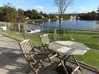 Private Lakeside 2 Bed Apartment In Enniskillen Town on shore of Lough Erne