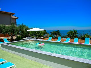 Villa Del Golfo -What a view! Ideal vacation spot!