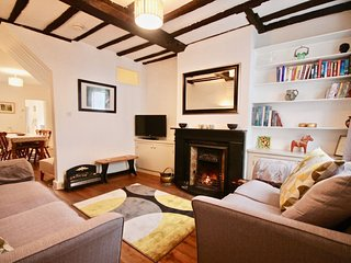 Cosy dog friendly Cottage in the heart of Sandwich with a lovely enclosed garden