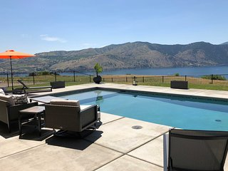 Lavish Lake Chelan Escape w/Pool & Panoramic Views