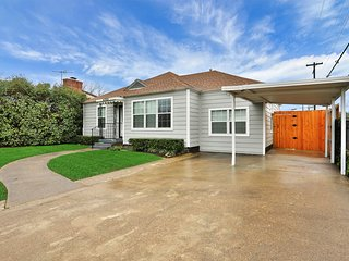 Lovely dog-friendly home w/ enclosed yard & carport - great location!