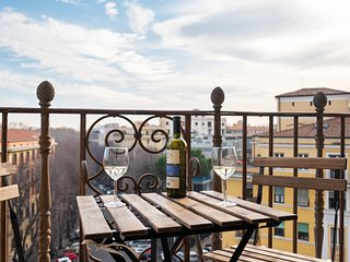 New & modern apartment with balcony and free wifi - just 1 km from the Vatican!