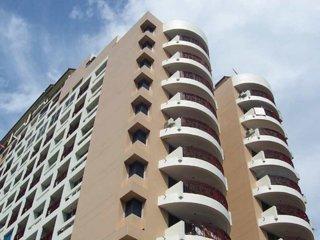 2BR Penthouse on topfloor in city