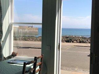 Pittenweem - Custom Built Flat on the Sea Front. Beautiful Sea Views