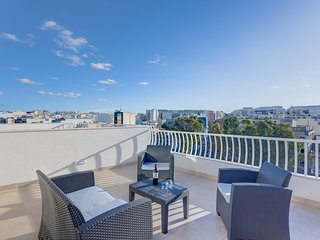 Centric and Modern Penthouse close to Amenities