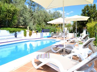 Beautiful Cottage In Idyllic Location!Fantastic Swimming Pool & Air conditioning