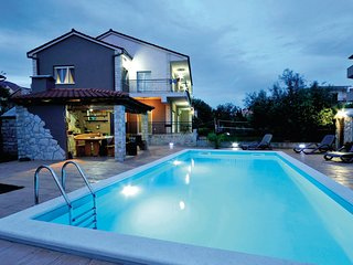 Beautiful home in Kastel Novi w/ WiFi, 5 Bedrooms and Outdoor swimming pool (CDE