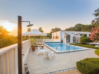 Stunning home in Dubrava kod Sibenika w/ Outdoor swimming pool, WiFi and 4 Bedro