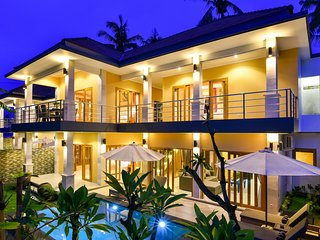 Villa Nyoman  · Lovina 5* villa, private butler, free breakfast, 3 Bedroom, Pool