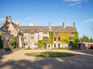 Maugersbury Manor is an impressive family home, set in extensive scenic grounds.