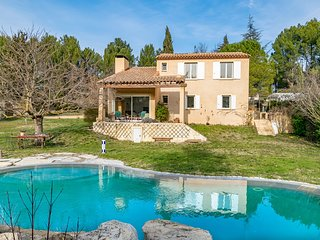 Wonderful villa with large garden, swimming pool and 4 bedrooms by easyBNB