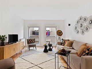 Beautiful & Spacious 2-Bed Apartment in Bairro Alto, Sleeps 6