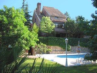 El Jardín Escondido. Preciosa casa rural para 12 personas en Madrid