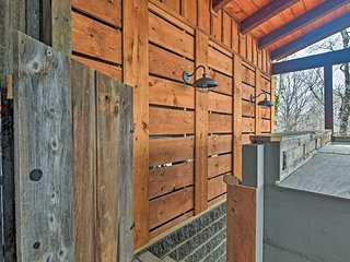 NEW! Refined Ski Nook w/Deck on Top of Beech Mtn!