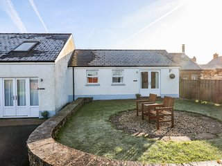 TY GLAS, semi-detached cottage, all ground floor, en-suite, garden, near