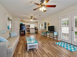 Charming cottage w/porch, yard,steps from Jazz Fest, City Park & Bayou St. John!