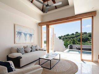 Private Luxury 4 Bedroom Villa on Gili Gede