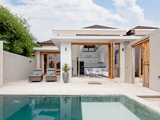 Private Luxury 3 Bedroom Villa on Gili Gede