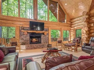 20% Cabin Fever Special thru 5/17~Large-custom-built log home, loaded w/amenitie