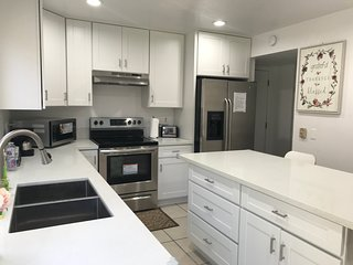 Pleasant and Spacious 4 BDR House In South Santa Ana, Near Beaches and Disney