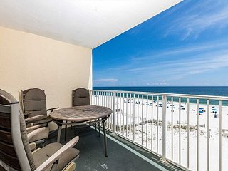 Clearwater 4C ~ Fully Equipped Beachfront Condo ~ Newly renovated kitchen!