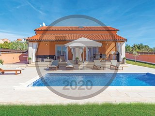 Amazing home in Pula w/ Outdoor swimming pool and 3 Bedrooms (CIP706)