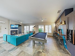 Luxe La Quinta Haven with Private Pool, Spa & Pool Table