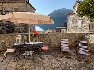 Fab 3* Sea facing Studio with a large private terrace with free Wifi