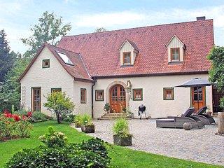 Ferienhaus Rosenhof im fränkischen Seenland mit Whirlpool, Kamin und Garten