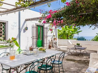 Villa Dogana, country house overlooking the sea and Etna.