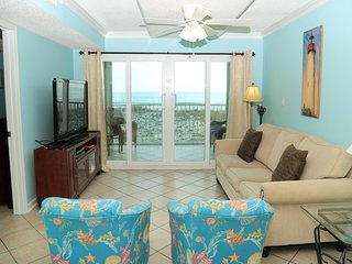 Fresh paint, new mattress! Castaways 1B ~ Gulf Front ~ FREE Wifi ~ Walk to Town