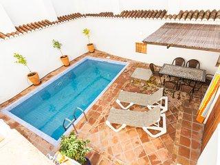 Casa reformada con terraza y piscina privada