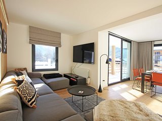 Stay at La Cordee 612 apartment with 'Very Good' Property Manager 4.5/5