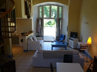 Ground floor apartment in outbuildings of Chateau de Gudanes