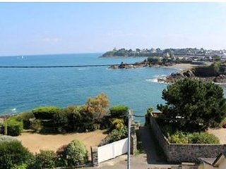 115 m² vue mer, au dessus plage, GR 34, exposé sud (3ch-2sde-2wc)
