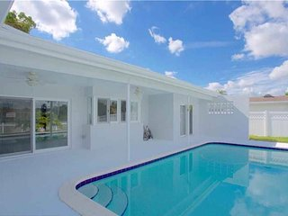 LUXURY LAKEFRONT POOL HOME in FORT LAUDERDALE!!!