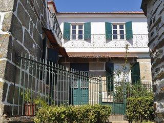 Rustic villa located in the Serras do Porto