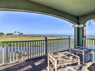 Luxury Townhome in South Padre Island Golf Club!