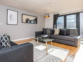 Bright & Spacious Apt- nxt to L1 w/ FREE PARKING