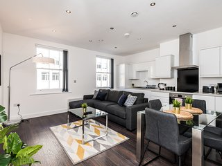 Beautiful Castle Street Location-Modern 2 Bed Apt