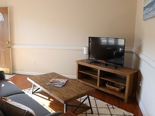 Quiet top floor 1 BD less than 20 min to downtown!