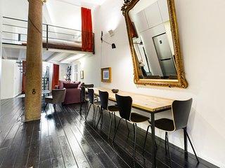 Two-level loft in Porta Venezia district w/ WiFi - walk to gardens & nightlife!