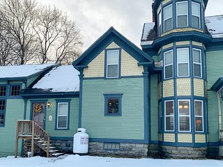 Elegant victorian with free wifi, private washer/dryer - Near Okemo