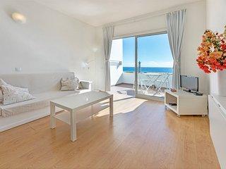 500 m beach,ocean view, top floor, Wi-Fi