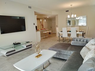 NEW SPECIAL OFFER! - Smiley - Amazing condo Apt (5 Min Disney and Outlets)
