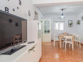 Stunning apartment in Córdoba w/ 2 Bedrooms (EAC449)
